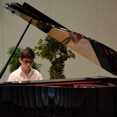 Ulysse Arzoni au piano