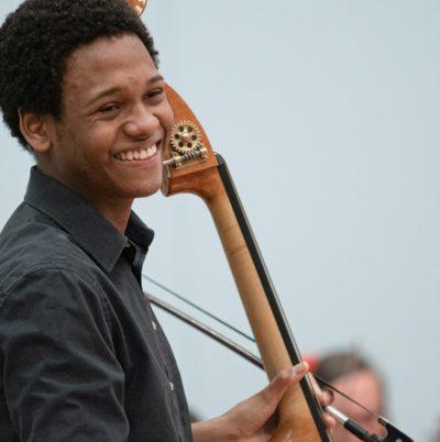 Wesley Felix Ajarda, contrebasse durant le concours