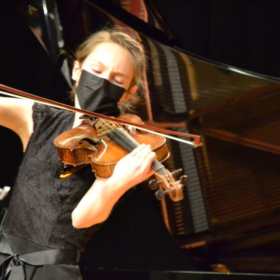 Sarah Strohm, lauréate du 7e concours jeunes solistes, lors de la remise des prix